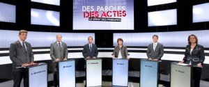 France's Socialist Party primary election candidates, from L-R Arnaud Montebourg, Jean-Michel Baylet, Francois Hollande, Martine Aubry, Manuel Vals and Segolene Royal participate in the first debate in Paris September 15, 2011. Six candidates of the opposition Socialist Party will hold three televised debates ahead of the two-round primary vote on October 9 and 16 as they prepare for the 2012 presidential elections. REUTERS/Patrick Kovarick Pool (FRANCE - Tags: POLITICS ELECTIONS POLITICS)